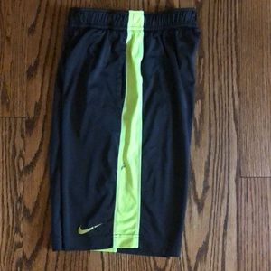 Boys Nike Dri-Fit shorts sz M neon green black
